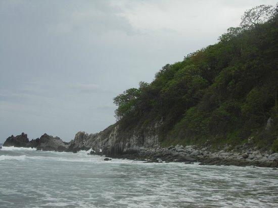 Playa Larga: Una toma de las rocas que hay al final de la playa