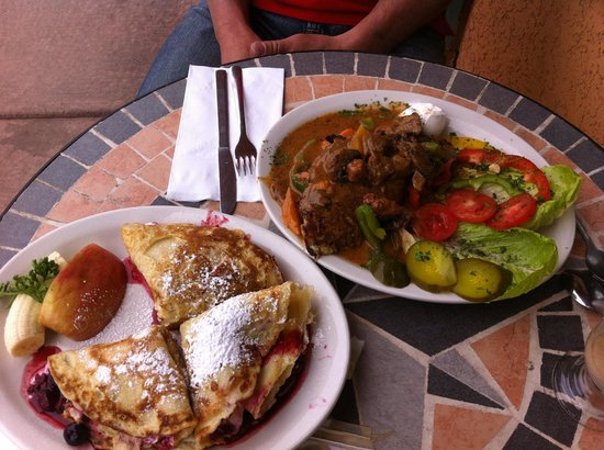 European Cafe: Fruit crepes and Beef Goulash