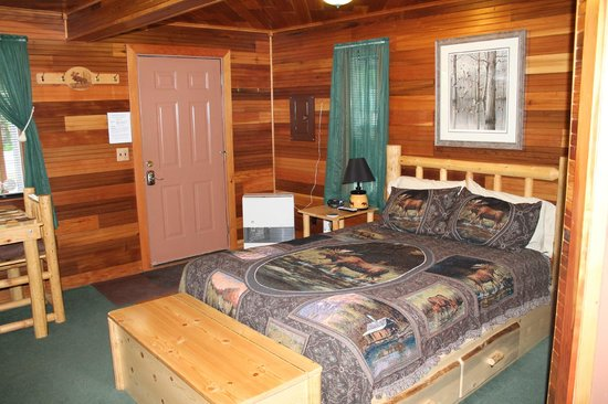 Talkeetna Denali View Lodge & Cabins: Bed of Cabin Room