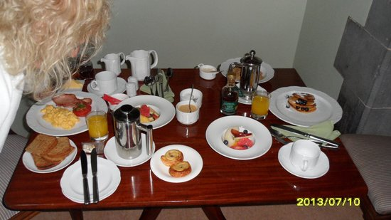 Gregans Castle Hotel: Room service breakfast
