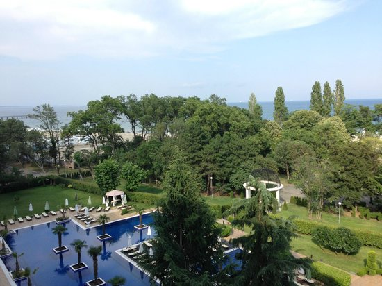 Grand Hotel & SPA Primoretz: Вид с балкона