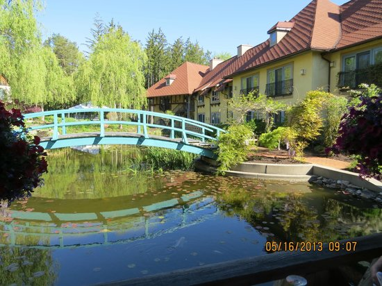 Mirbeau Inn & Spa Skaneateles: The Inn and gardens