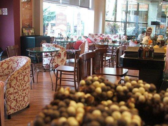 Viverone Cafe Boutique: Ambiente nota mil