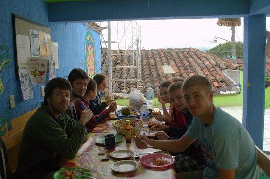 Iguana Hostel: Breakfast