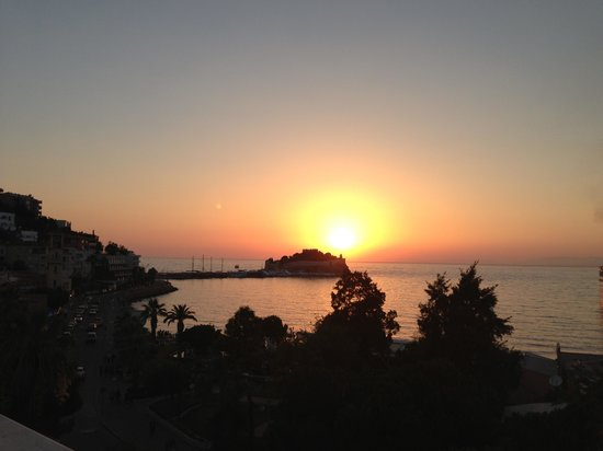Mr Happy's - Liman Hotel: Perfect sunset!