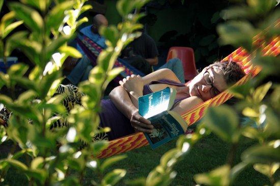 Iguana Hostel: Relax in the hammock
