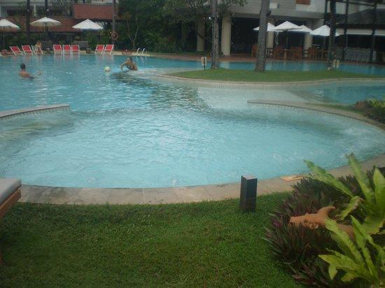 Patong Beach Hotel: pool
