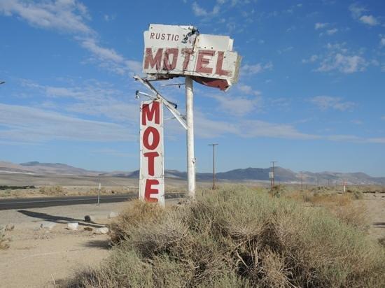 Rustic Oasis Motel: Een onderschrift toevoegen
