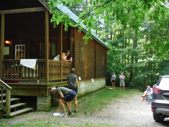 ACE Adventure Resort: Playing Flimsee at the cabin
