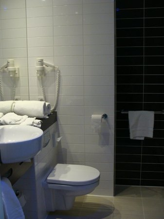 Holiday Inn Express Amsterdam-Sloterdijk Station : Bathroom