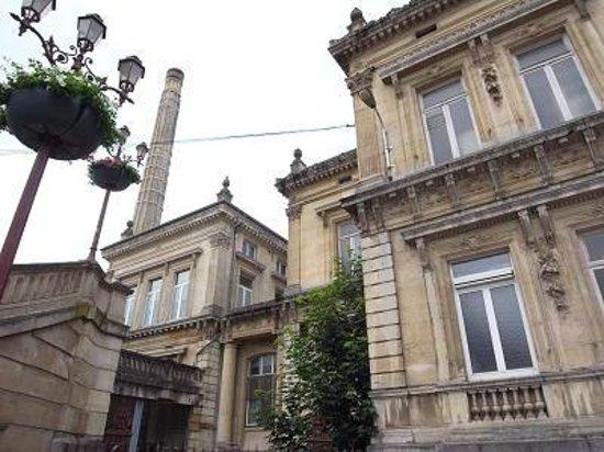Les Thermes de Spa : 19世紀に建てられた 旧Thermes de Spa (煙突あり)