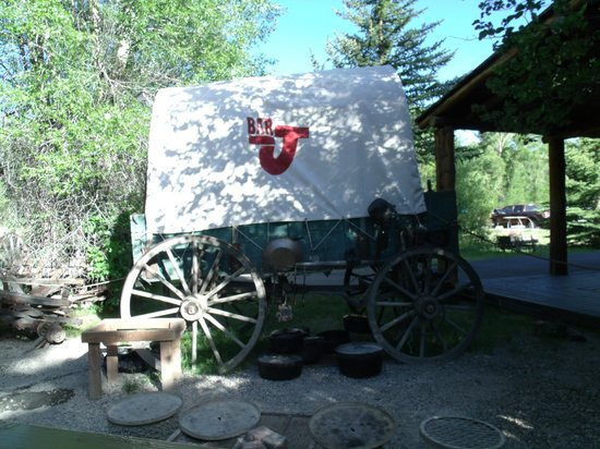 Bar J Chuckwagon Supper & Western Music Show