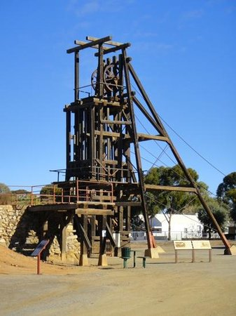 Tri State Safaris Outback Tours: Old Mine Shaft