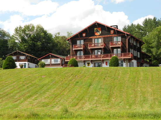 Swiss Chalets Village Inn: Main Bulding