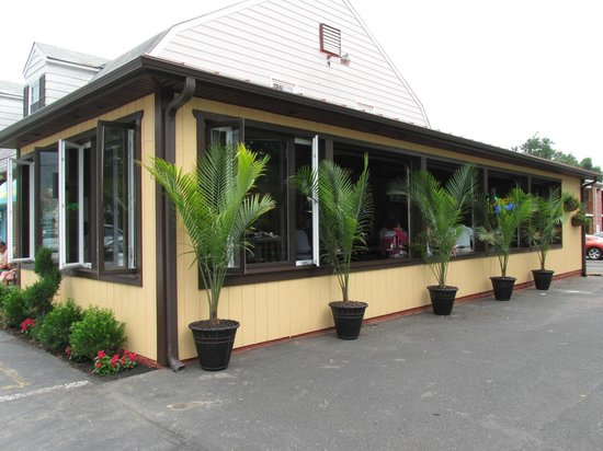 Poco's South...Our new indoor/outdoor bar and dining room!