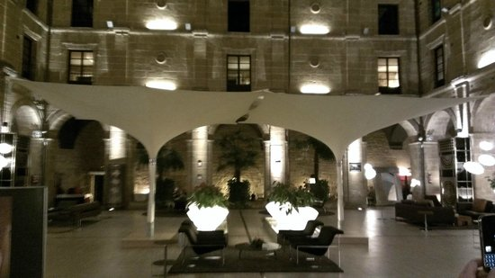 Hotel Los Agustinos: The inner courtyard