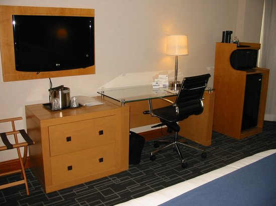 Holiday Inn Express Hotel & Suites Stamford: Guest Room