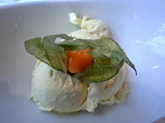 Mongo's Restaurant Dusseldorf : Rhabarbersorbet