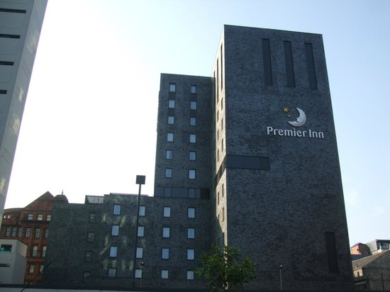 Premier Inn Manchester City Centre (Piccadilly) Hotel: The building