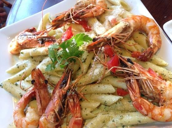 Le Madeleine 7 : grilled prawns with penne pasta