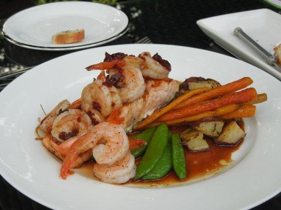 The Manse Boutique Inn & Spa: Romantic dinner package - salmon & shrimp