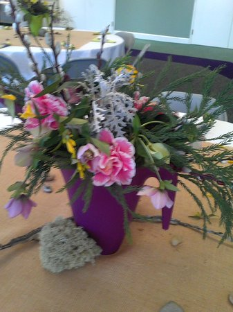Kilgore Lewis House: Beautiful floral designs made by the ladies of one of the many local garden clubs.