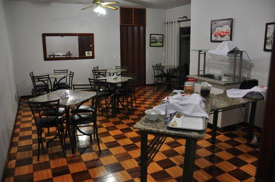 Iguassu Central Bed & Breakfast: Dining Room