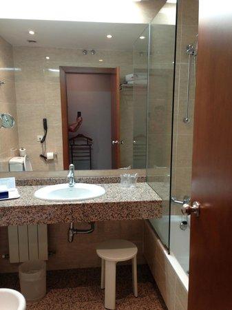 Mercure Madrid Centro: Bathroom
