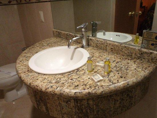 Ciudad de México. Hotel San Diego. Lavamanos y amenities (jabón y champú).