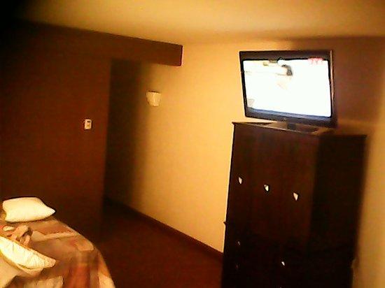 Hotel Casa Grande Delicias: Vista desde la 2a cama (habitación doble)