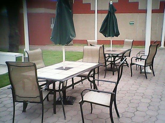 Hotel Casa Grande Delicias: Mesas y sillas