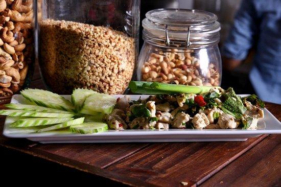 Pamika Brasserie Thai : Salade de poulet thai épicée avec oignons perlés