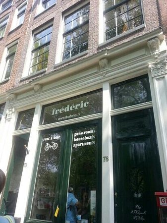 Frederic Rent a Bike - Rooms, apartments and houseboats : front door to shop and night entrance