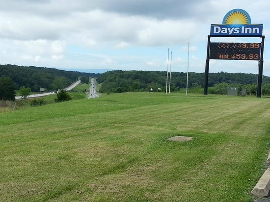 Days Inn Staunton North: View from parking lot - Days Inn sign