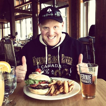 Eagle's Eye Restaurant - Kicking Horse Mountain Resort : Great burger and beer!
