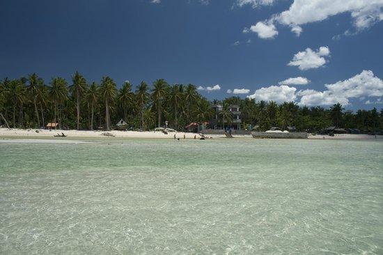 Skip's Beach Resort: Beach