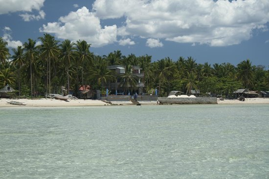 Skip's Beach Resort: The place from out in the beach