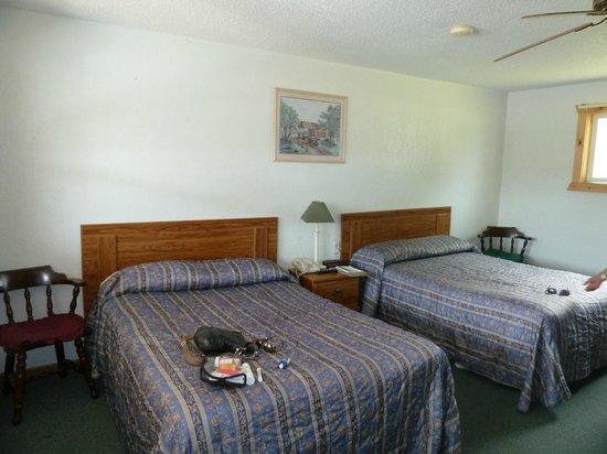 Sunrise Motel: beds