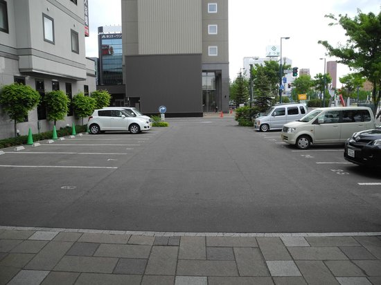 Hotel Route Inn Obihiro Ekimae: Parking @ JPY500-600 per car