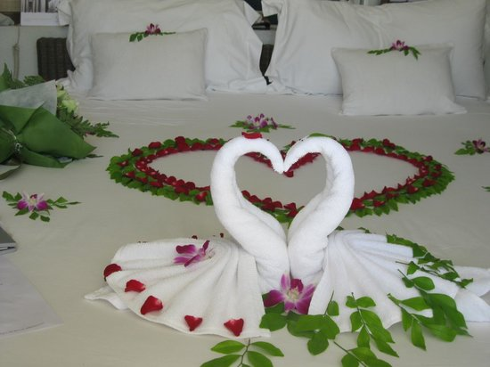 SALA Samui Resort And Spa: The decoration for honeymoon couples