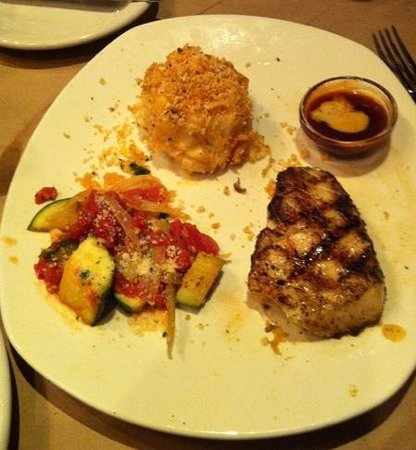 Bonefish Grill: Chilean sea bass with zucchini and Au Gratin potatoes.