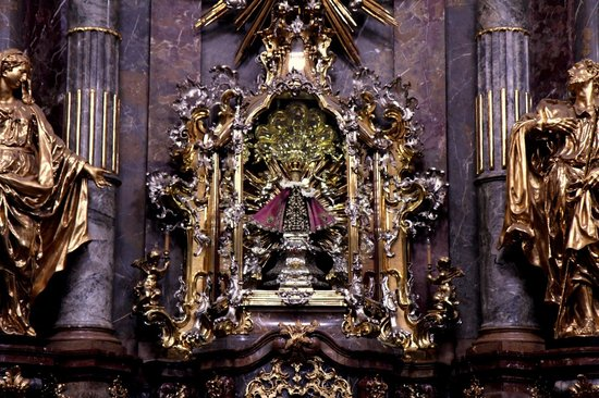 Church of Our Lady Victorious (Infant Jesus of Prague) : Jesus Child at Church of Our Lady Victorious