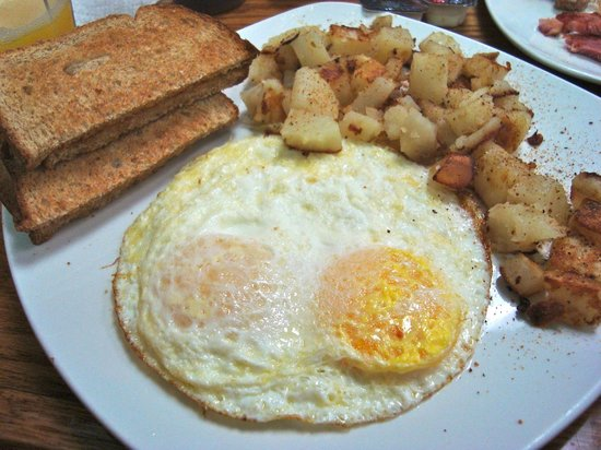 Beach Shanty Cafe: Two eggs, hash and toast
