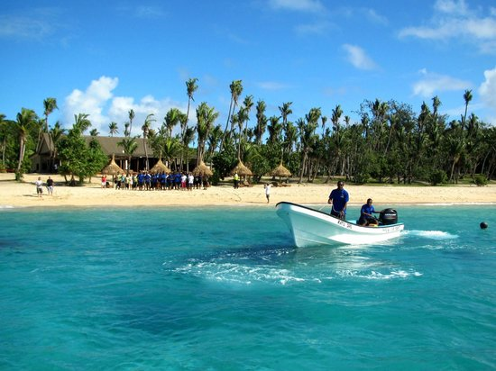 A bula welcome - boat transfer to the island (70278438)