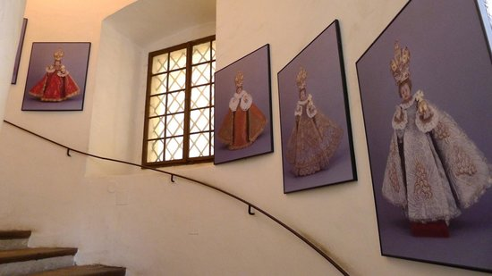 Church of Our Lady Victorious - Holy Child of Prague : Staircase to the museum to see the outfits