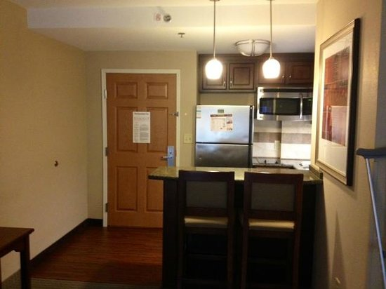 Staybridge Suites North Charleston: Kitchen area with full size fridge, dish washer and even a 2 stove top with pots and pans.