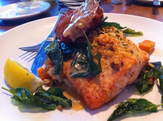 Val's Restaurant & Pizza: Pistachio Crusted Salmon
