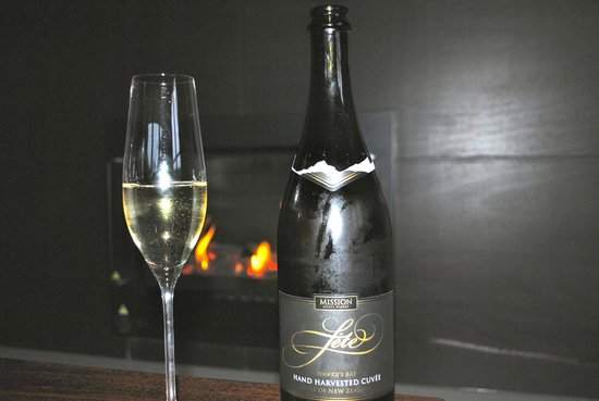 The Farmhouse at Mission Estate: Tasty Bubbles from the Mission Winery.