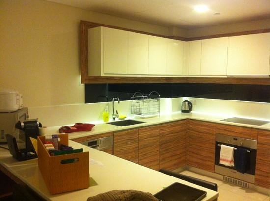 8 on Claymore Serviced Residences: Nice kitchen.