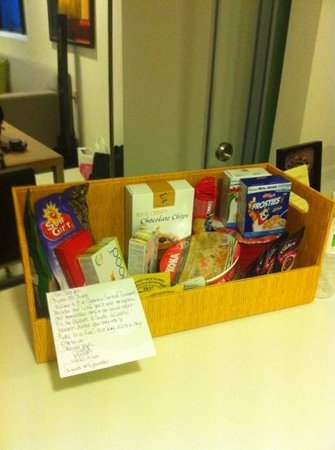 8 on Claymore Serviced Residences: Fantastic welcome box with card.